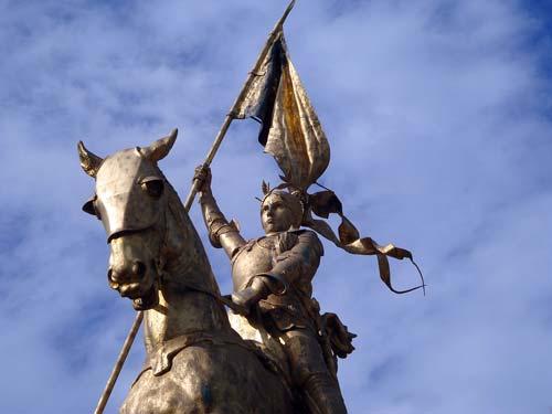Памятник Жанне Орлеанской девственнице, Париж. pixabay.com.